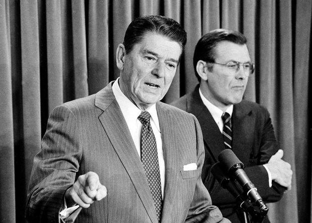 En novembre 1983, nommé envoyé spécial des Etats-Unis au Moyen-Orient, il assiste Reagan qui défend, devant la presse, l'intervention américaine à Grenade.
