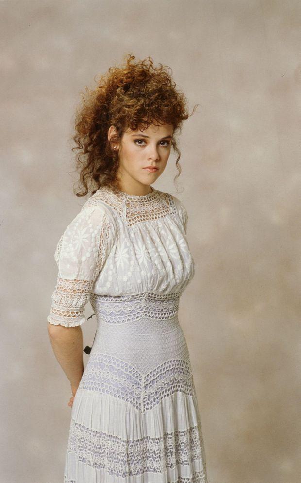 """Rebecca Schaeffer pose pour la promotion de sa série """"My Sister Sam"""" en 1987."""