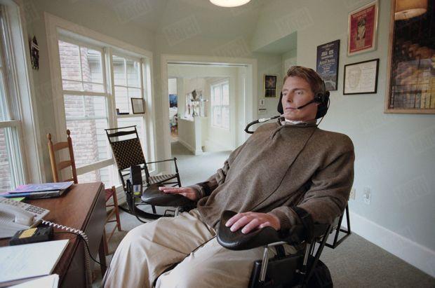 Christopher Reeve, dans sa propriété de Bedford, dans l'Etat de New York, en avril 1998.