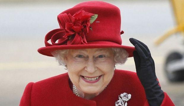 reine elizabeth II rouge -