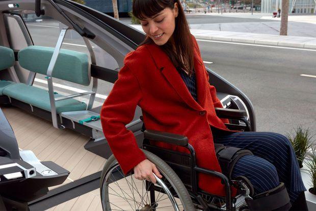 L'EZ-GO est conçu comme un transport public, avec une rampe d'accès.
