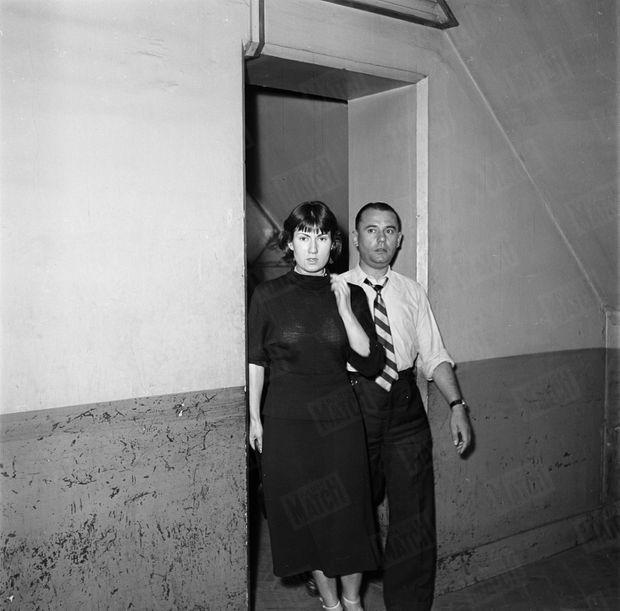 « Denise Balcazoli, amie de Guerin, emmenée en prison. Guerin, Blessée par Jackie Cruel est mort à l'hôpital. » - Paris Match n°26, 17 septembre 1949