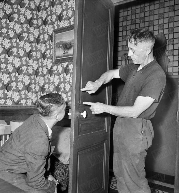 « À 14 ans, il força la porte de la salle à manger. Le père explique le premier cambriolage de son fils » - Paris Match n°26, 17 septembre 1949