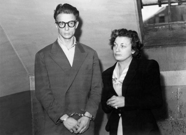 Avant l'interrogatoire, avec son épouse Marinette, - Paris Match n°26, 17 septembre 1949