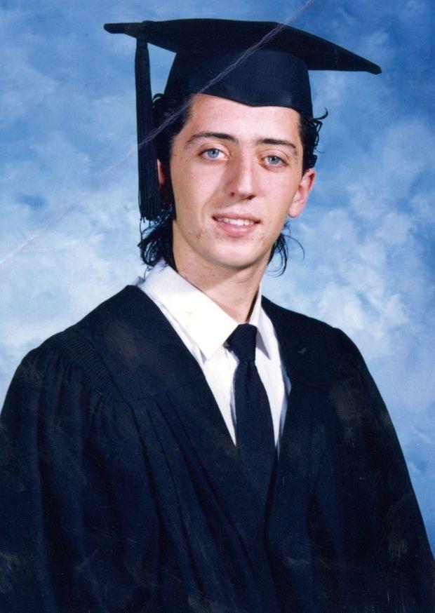 Renvoyé du lycée à Casablanca, il décroche son bac en 1989 au Canada