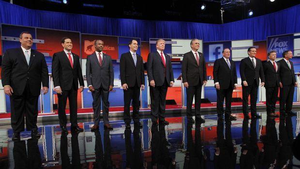 Dix candidats républicains, Donald Trump au centre.