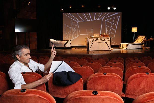 Répétition au théâtre Belvarosi, devant le décor signé Vincent Darré. Le 10 avril.
