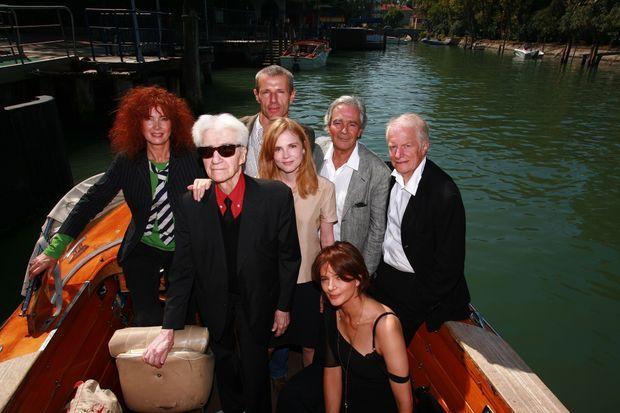 Avec (de g. à dr.) Sabine Azéma, Lambert Wilson, Isabelle Carré, Pierre Arditi, Laura Morante et André Dussollier pour présenter « Coeurs » à la Mostra de Venise en 2006.