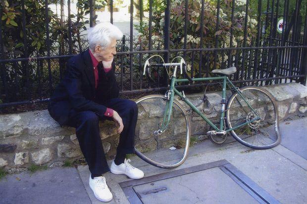 Dans l'album personnel de Sabine Azéma, une de ses photos préférées : le cinéaste perdu dans ses pensées.