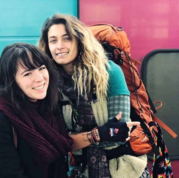 Retrouvailles avec son amie Madeline à sa descente du TGV, à Rennes, le 26 novembre.