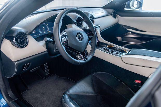 Fabriquée à la main, la Revero GT se dote des plus beaux matériaux, d'une connectivité de pointe et d'un système audio de 570 watts.