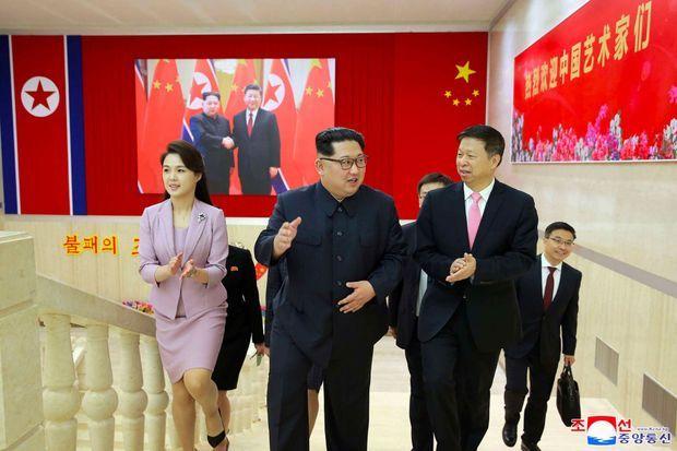 Ri Sol Ju aux côtés de Kim Jong Un, le 14 avril, sur une image diffusée par le régime.