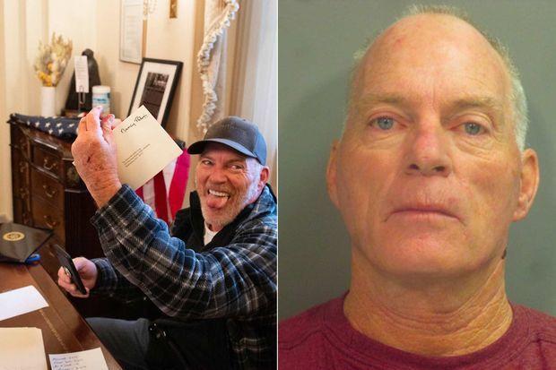 Richard Barnett a été arrêté. Il s'était installé dans le bureau de Nancy Pelosi.