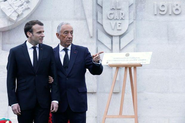 Emmanuel Macron et Marcelo Rebelo de Sousa au cimetière militaire de Richebourg