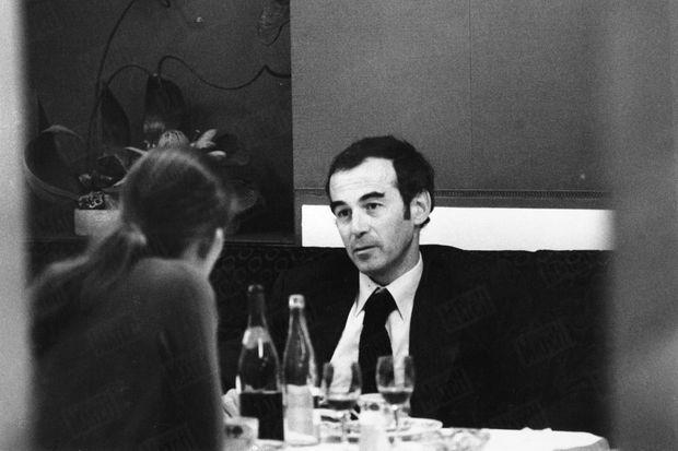 « Il vient de sauver Patrick Henry. Le soir du verdict, dans un restaurant entre Troyes et Paris, Me Robert Badinter, au bout de la fatigue, connaît avec sa femme son premier moment de détente après le verdict qui fut sa victoire. » - Paris Match n°1445, daté 4 février 1977