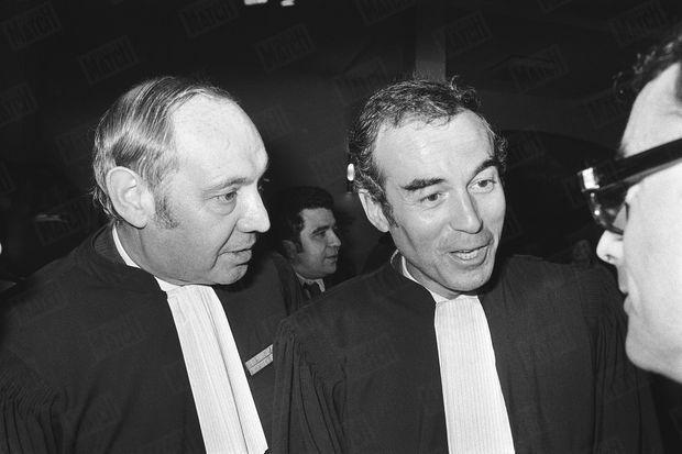 """« Après le verdict, le bâtonnier Bocquillon (à g.) et M Badinter """"victorieux"""" » - Paris Match n°1445, daté 4 février 1977"""