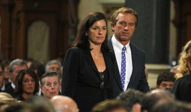 Robert F. Kennedy Jr. et son épouse Mary aux funérailles d'Edward Kennedy en août 2009. -