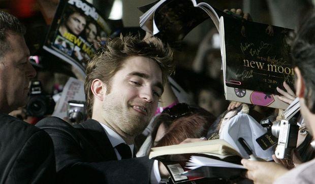 -Robert Pattinson bain de foule--