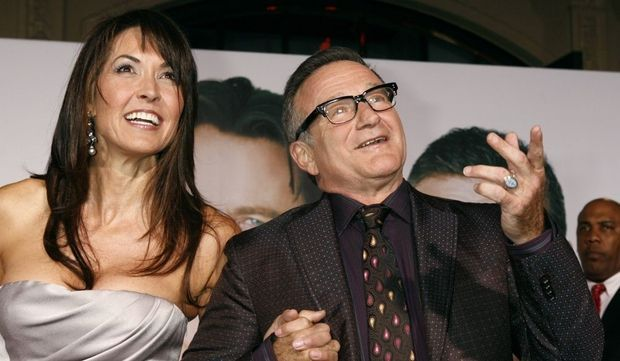 -Robin Williams et Susan Schneider--