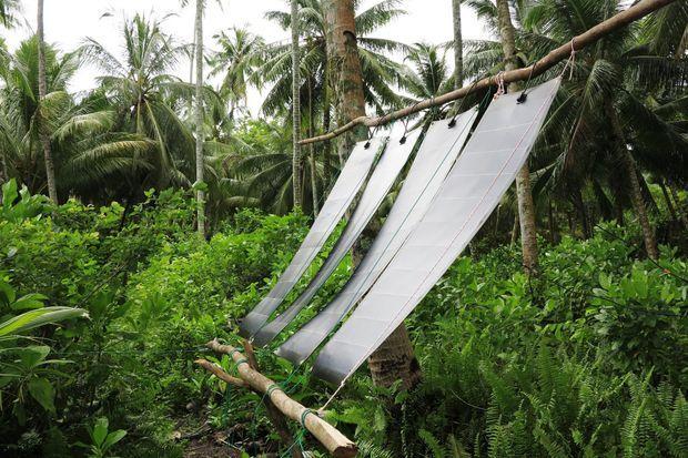 Des panneaux solaires fournissent son électricité.