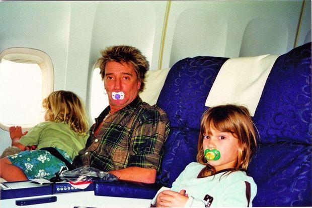 Rod entre ses enfants, Liam et Renee (à dr.), début des années 2000.