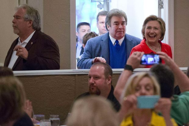 Tony et Hugh Rodham avec leur soeur Hillary Clinton, en avril 2016.