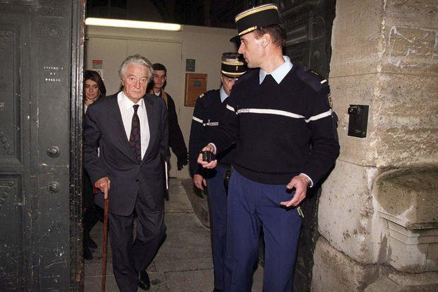 22 janvier 2001, Roland Dumas à l'ouverture du procès pour abus de biens sociaux devant la 11ème chambre du tribunal correctionnel de Paris.