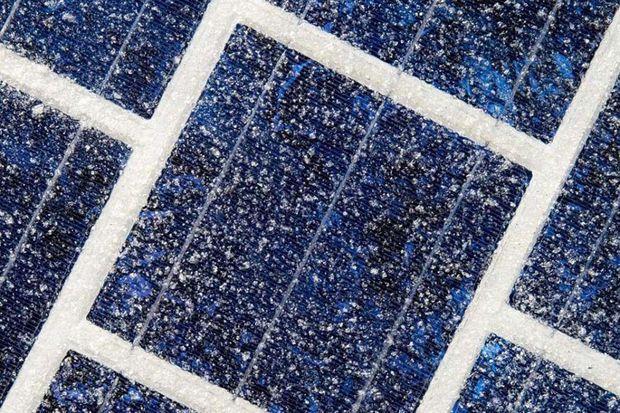 Les dalles sont dotées de cellules photovoltaïques de 15 centimètres.