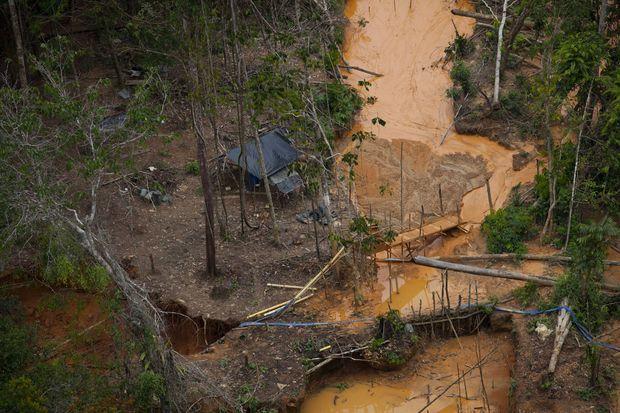 Une site minier illégal dans un parc national en Colombie.