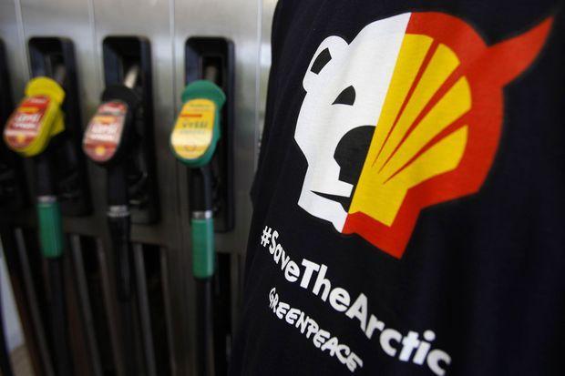 Les écologistes de Greenpeace dénoncent le forage intensif de Shell en Alaska.