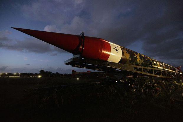 Des décennies après la crise, les missiles balistiques soviétiques (désactivés) sont toujours exposés sur La forteresse de la Cabaña à La Havane.