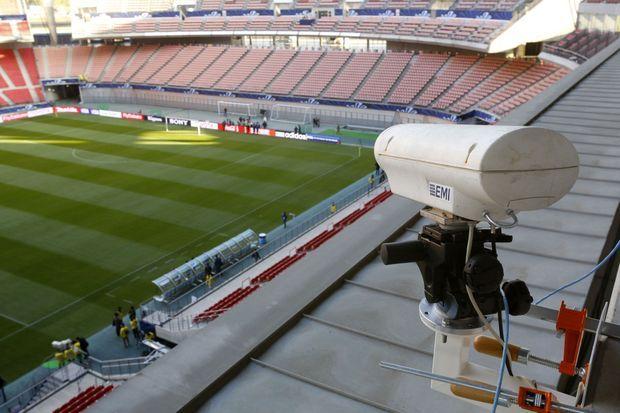 L'une des caméras du dispositif Hawk-Eye.