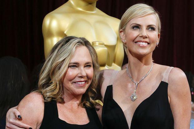 Charlize Theron et sa mère Gerda aux Oscars 2014
