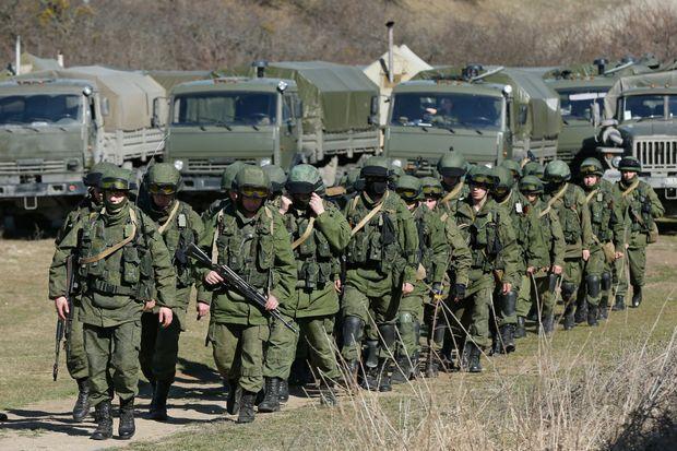 L'armée russe dans le village de Perevalnoye, en Crimée, près de Simféropol