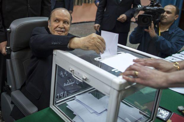 Abdelaziz Bouteflika vote en fauteuil roulant le 16 avril dernier