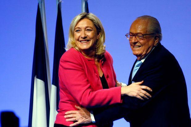 Jean-Marie Le Pen et Marine Le Pen lors d'un meeting à Marseille pour les Européennes 2014