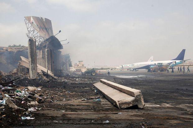L'aéroport de Karachi après l'attentat de dimanche.
