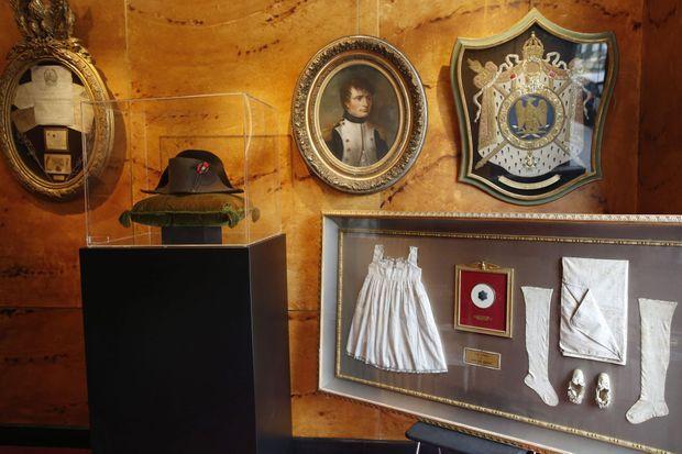 Des souvenirs napoléoniens de diverses natures sont vendus aux enchères à Fontainebleau