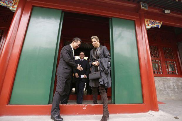 La reine Maxima des Pays-Bas avec l'ancien économiste en chef et premier vice-président de la Banque mondiale Justin Yifu Lin, le 26 novembre 2014