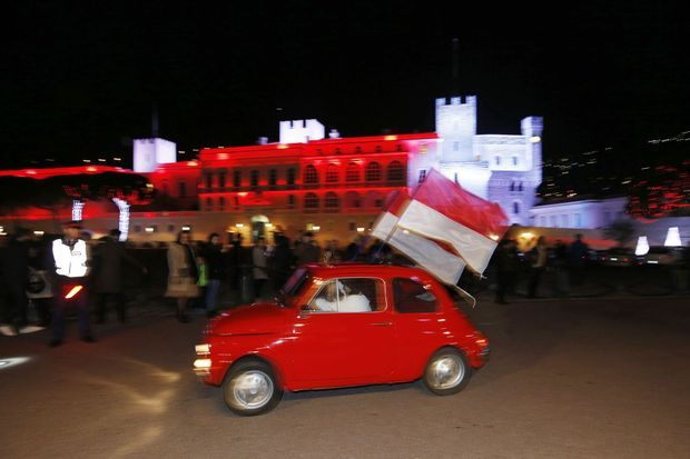 Des drapeaux rouges et blancs et des concerts de klaxon: Monaco en liesse.