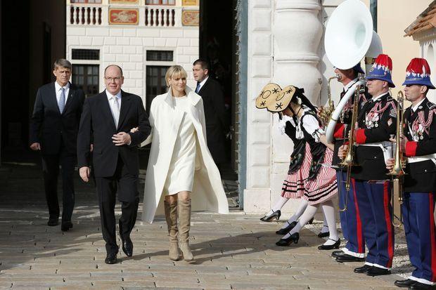 La princesse Charlène et le prince Albert sur la place du Palais à Monaco, le 7 janvier 2015