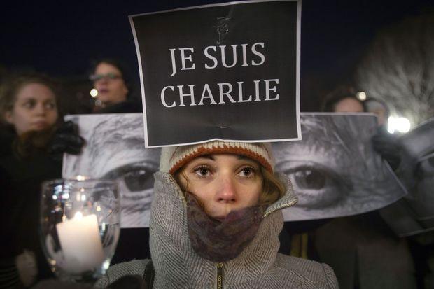 """Après la toile, """"Je suis Charlie"""" inonde la rue."""