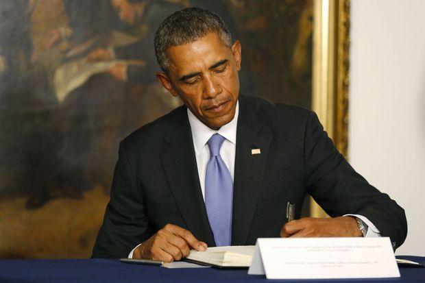 Obama signant le registre de condoléances jeudi à l'ambassade française de Washington.