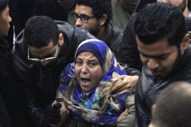 La mère d'un des condamnés réagissant au verdict.