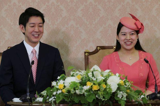La princesse Ayako du Japon et son fiancé Kei Moriya, à Tokyo le 2 juillet 2018