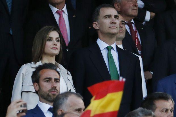 La reine Letizia et le roi Felipe VI d'Espagne à la finale de la Copa del Rey à Madrid, le 22 mai 2016
