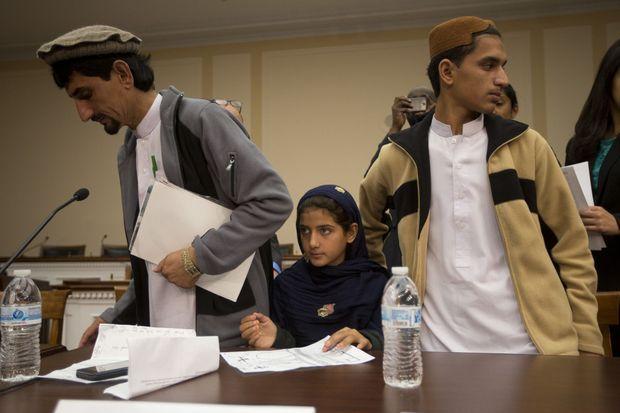 Nabila entourée de son père et de son frère.