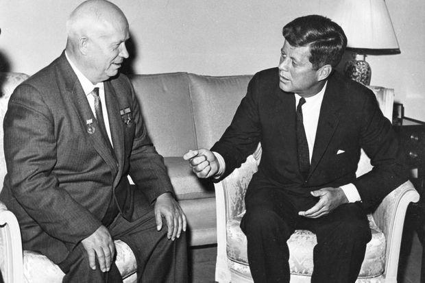Rencontre entre Nikita Khroutchev et JFK à Vienne trois mois avant la crise des missiles.