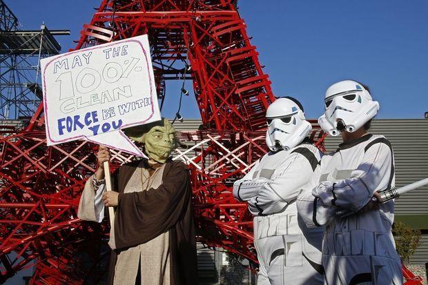 Des activistes de l'ONG Avaaz convoquent Maître Yoda Storm-troopers pour lutter contre la pollution de l'air.