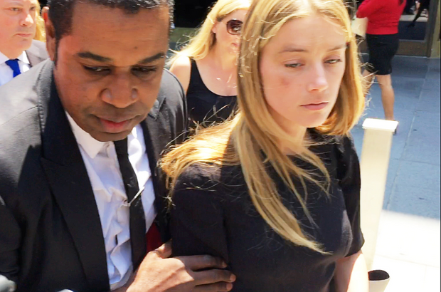Amber Heard, à sa sortie du tribunal de Los Angeles, le visage tuméfié, le 27 mai 2016